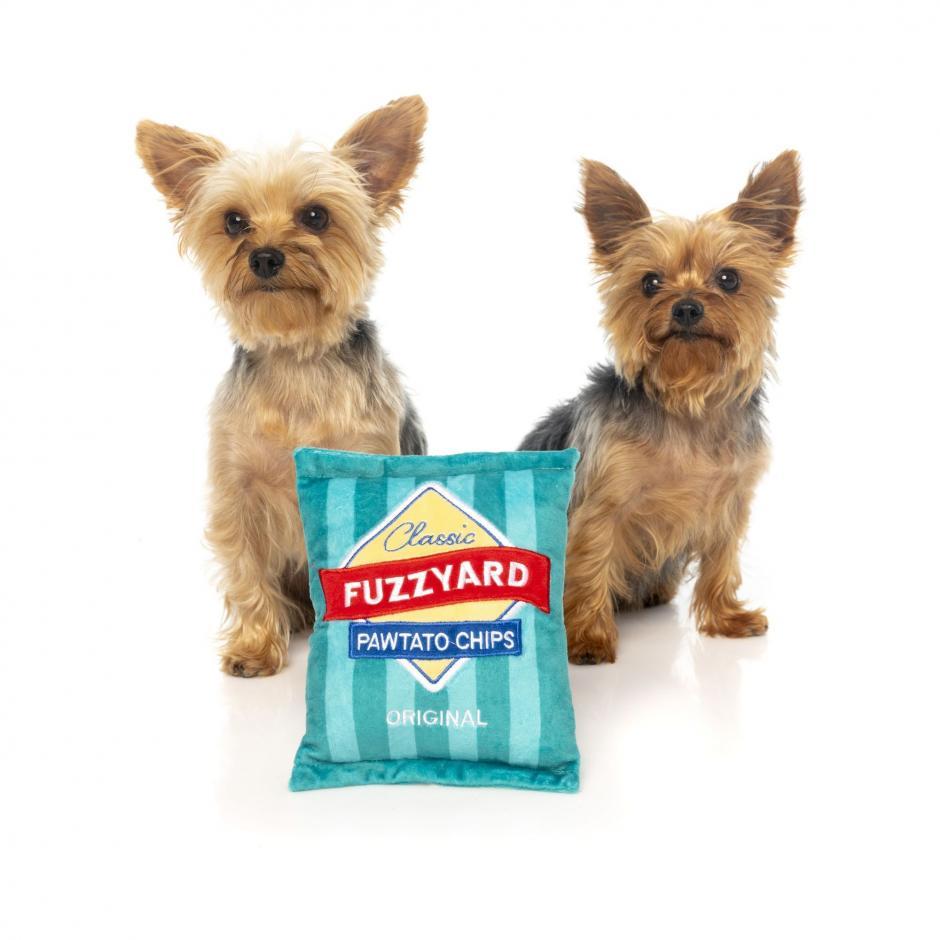 FuzzYard Plyschleksak - Pawtato Chips